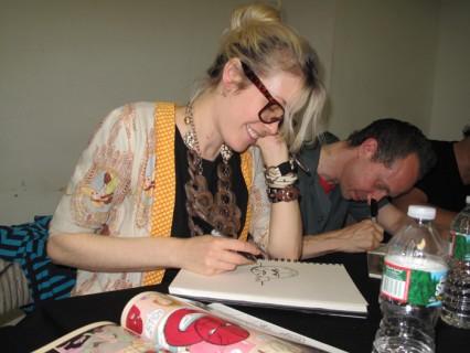 Kat Roberts doing a custom sketch.
